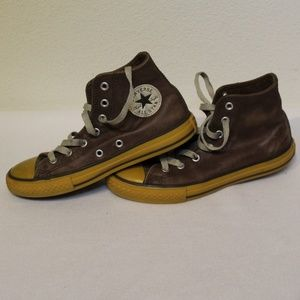 Kids Size 2 Leather Converse